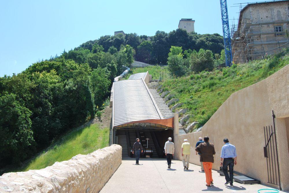 Spoletonline percorso meccanizzato ponzianina rocca for Mobili perugia